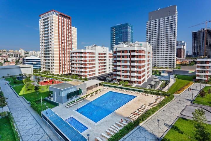شقة فخمة ضمن مجمع راقي kozy apartment near mall of
