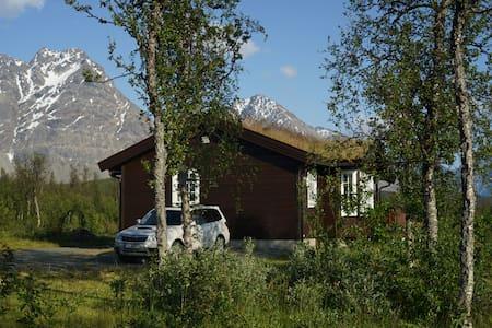 Lyngen Alps, Modern roomy cabin - Svensby