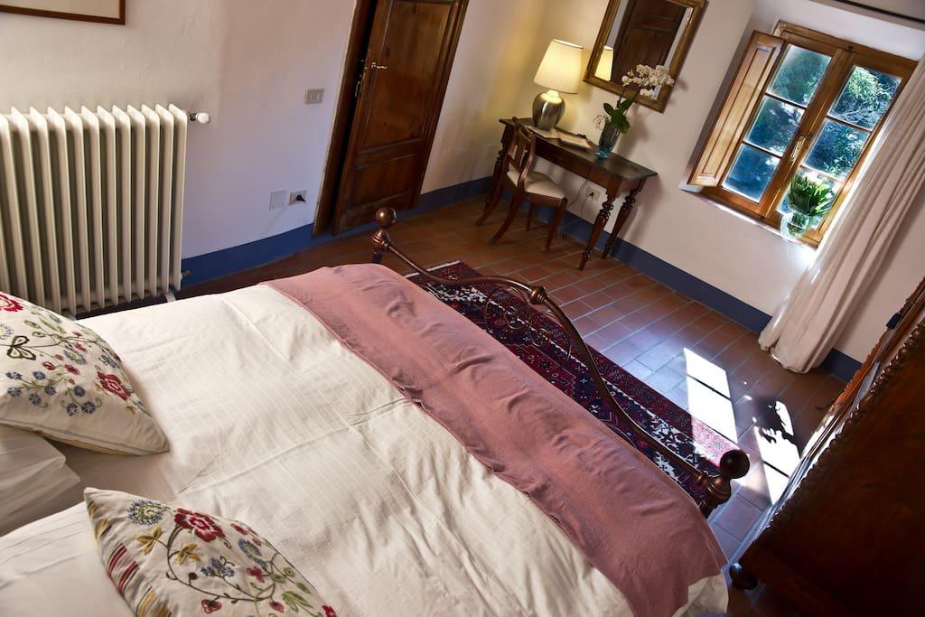CAMERA CON VISTA (è possibile aggiungere un letto singolo per una quinta persona).wi-fi e aria condizionata.