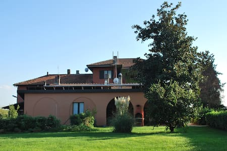 "Bed & Breakfast ""Villa Belvedere"" - Asti - Bed & Breakfast"