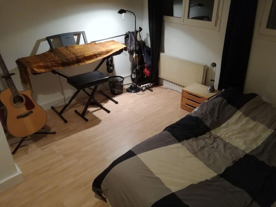 Chambre n°2 - Lit 2 places posé par terre