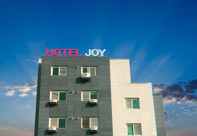 HOTEL JOY(Deluxe Room B), Close to Camp Humphreys