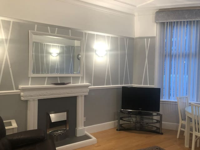 Modern bright and spacious 2 bedroom flat
