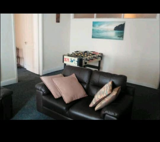 SINGLE ROOM CLOSE TO  LIVERPOOL AND EVERTON GROUND