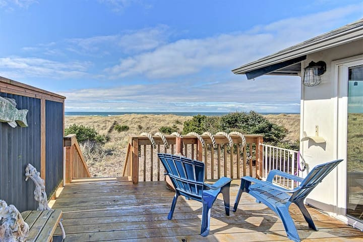 Classic Wood-Lined Oceanfront Cottage with Easy Beach Access in Waldport!