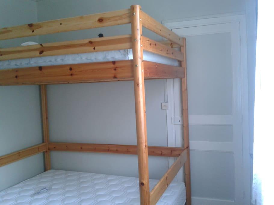 Chambre 2 avec deux lits 140 superposés