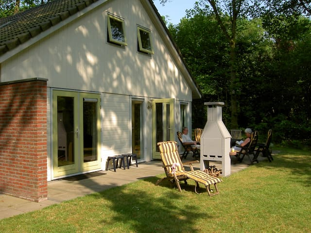 "Holidayhome ""Meeuw"" in the forest of Gaasterland - Oudemirdum"