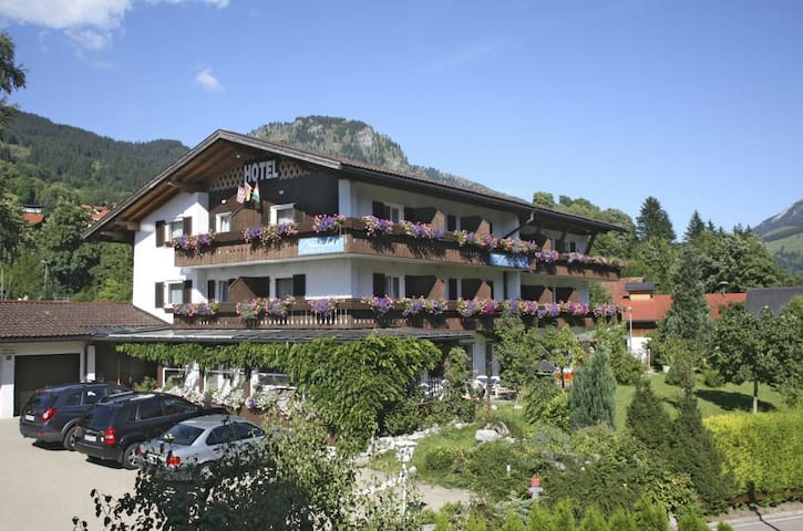 Hotel Garni/Pension Malerwinkl - Bad Hindelang - Bed & Breakfast