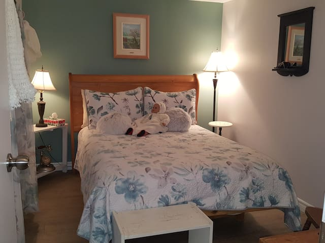 Coaticook #2 chambre  lit 2 places bedroom for 2