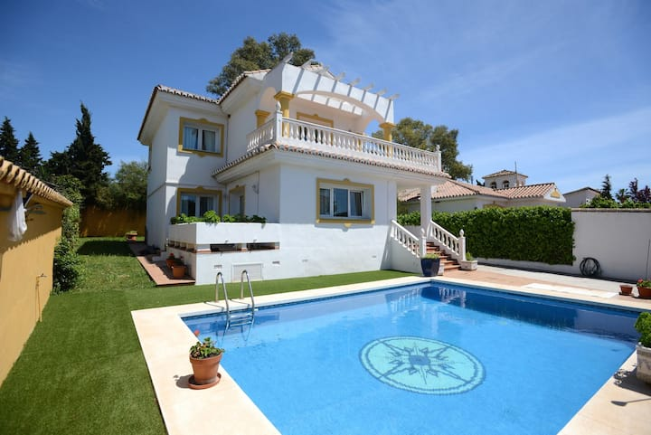 Villa 8 personas. Pet friendly. Piscina. Marbella