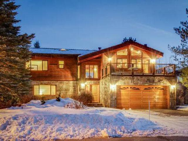 White Sands Retreat with Boat Dock - South Lake Tahoe - Dom