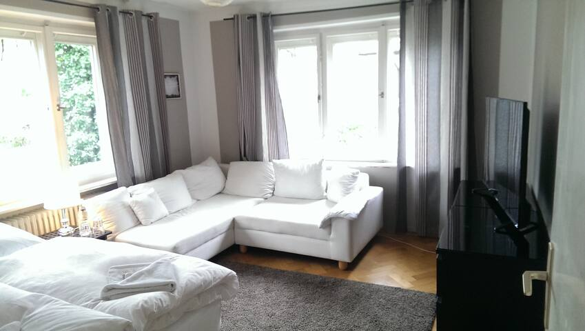 4 Zimmer Bad WC Balkon Wiesn UBahn - München - Villa