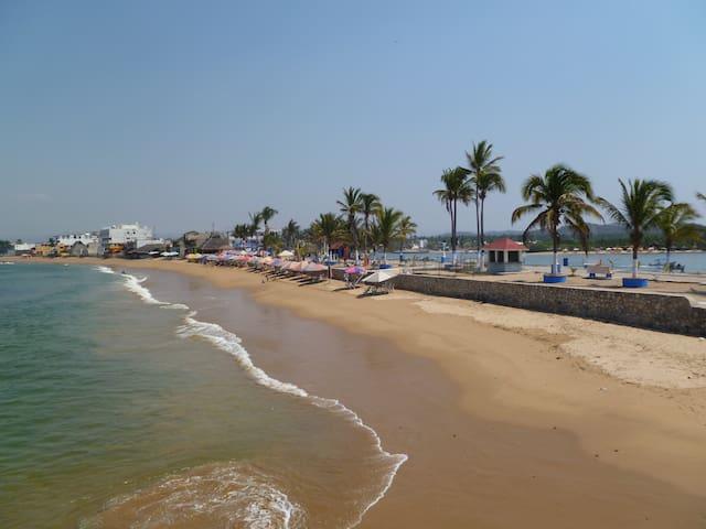 Barra  de Navidad Casa near beach - Barra de Navidad - บ้าน