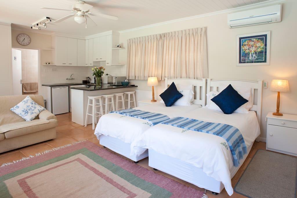 Cottage 1 - Studio unit with en-suite shower and kitchen
