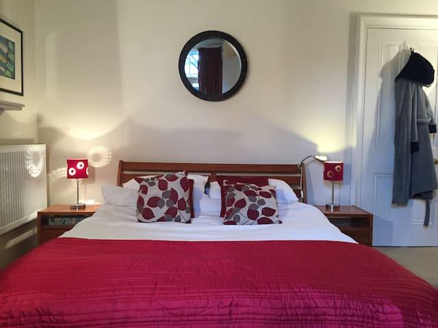 Beautiful Room in Garden Flat