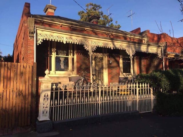 Lovely Private room in Melrose St, North Melbourne