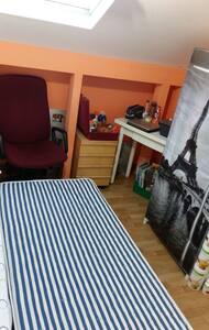 Gay friendly habitación compartida. - Madrid