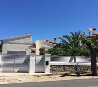 Villa avec piscine proche de la mer - Miami Platja - House