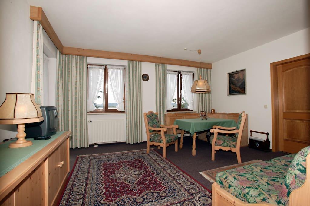 Wohn- und Esszimmer / living and dining room