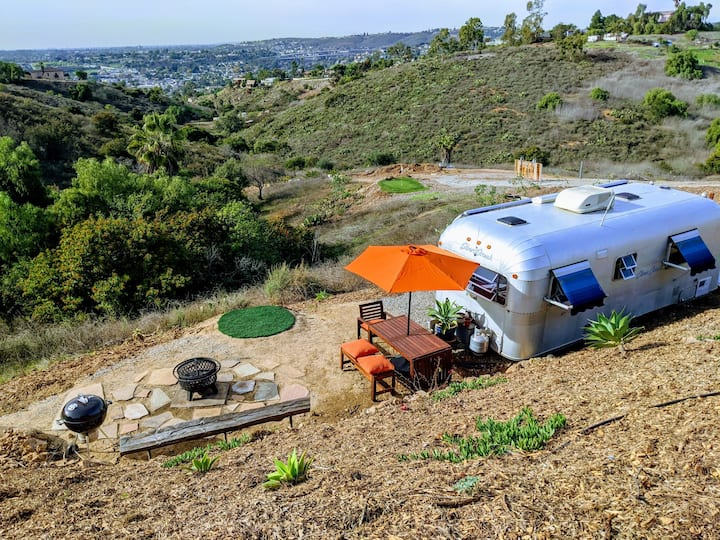 Airstream- City/Mtn views, Sauna, Golf, Firepit