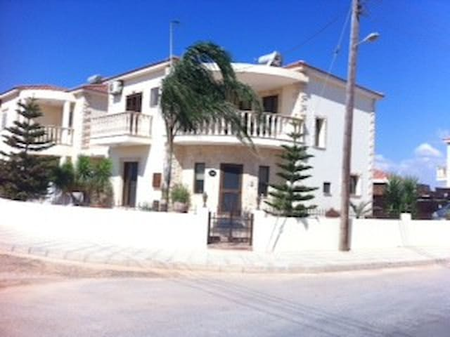 Fabulous three bed detached house in village area - Liopetri - House