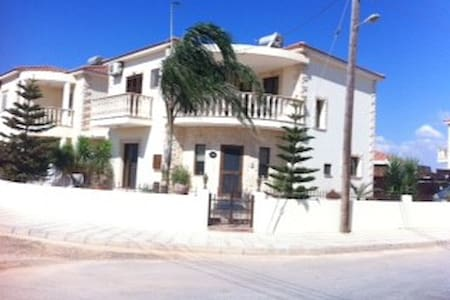 Fabulous three bed detached house in village area - Liopetri - Dom