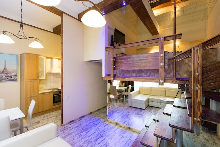 The loft of a luxury class on the Prospect Mira - Moskva - Loft
