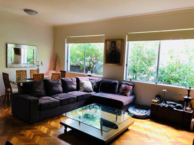 Bondi Beach spacious house with a cozy bedroom