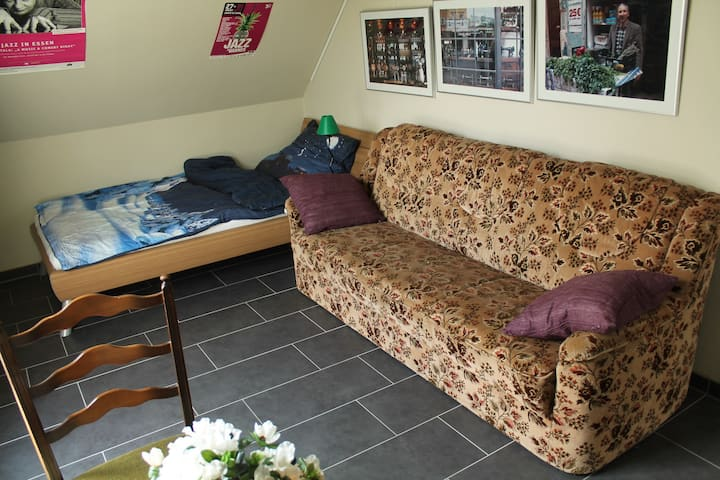 Guestroom in a new row house, 10min to the center