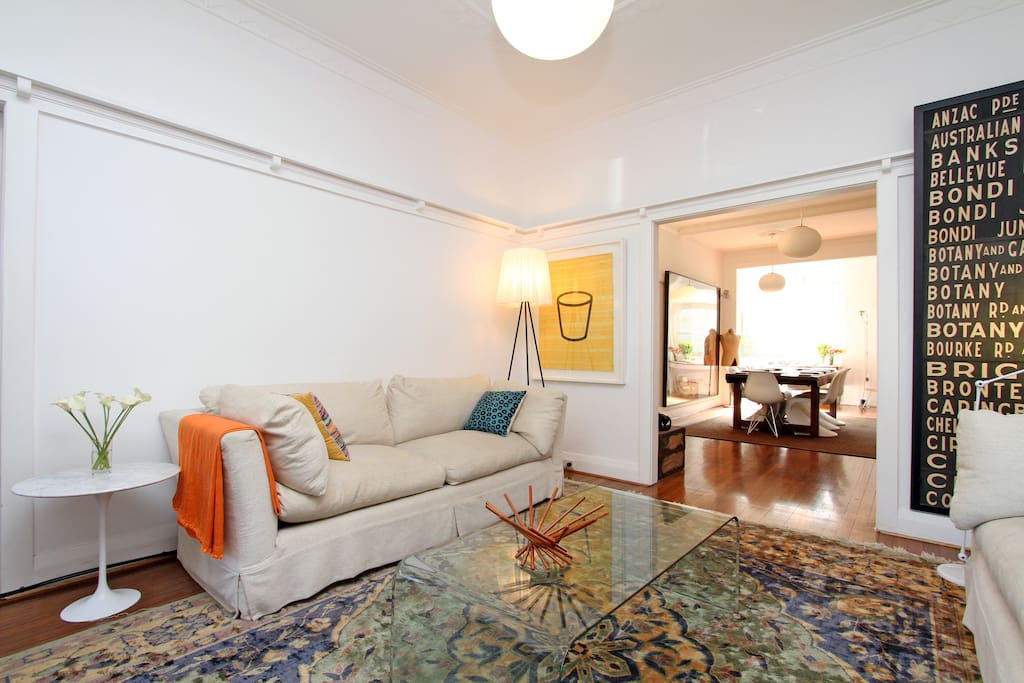LARGE LIVING TV AREA
