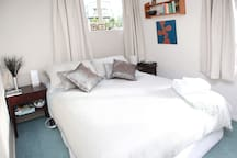 Bedroom 1 dueen size bed with electric blanket