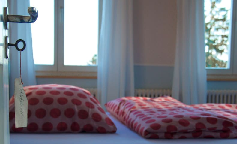 Grosszügiges Doppelschlafzimmer