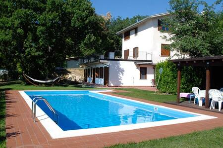 Beautiful villa with swimming pool - San Valentino in Abruzzo Citeriore