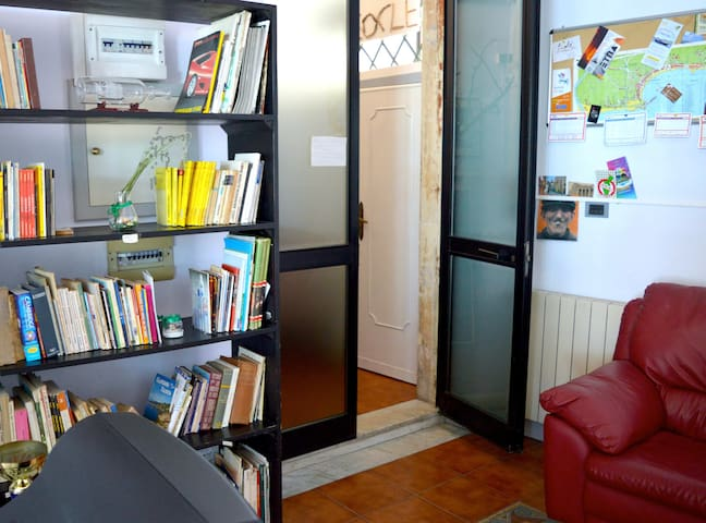 libreria e tv condivise