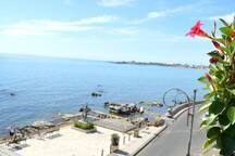 vista dal terrazzo comune sul mare