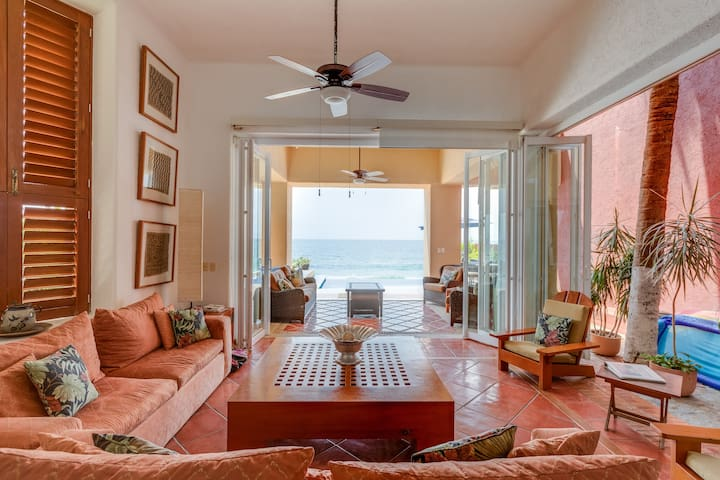 ♥Luxury Beachfront Villa w/Private Pool, Staff♥
