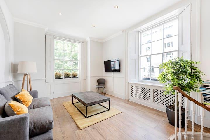 Stylish 2 bedroom flat in Knightsbridge