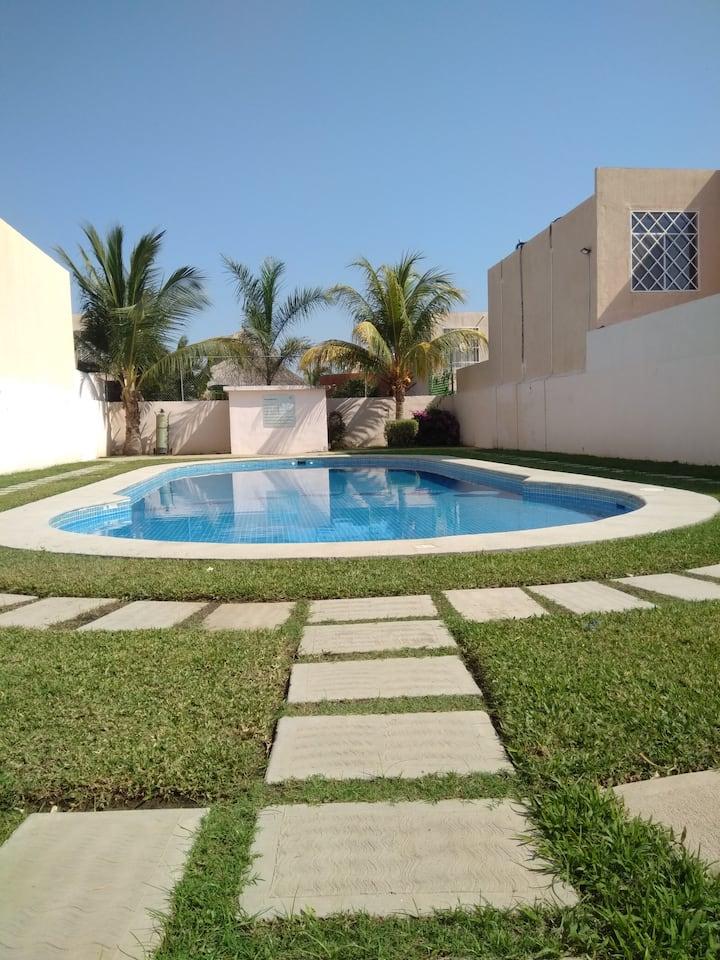 Casa sola una planta, con piscina, para descansar.