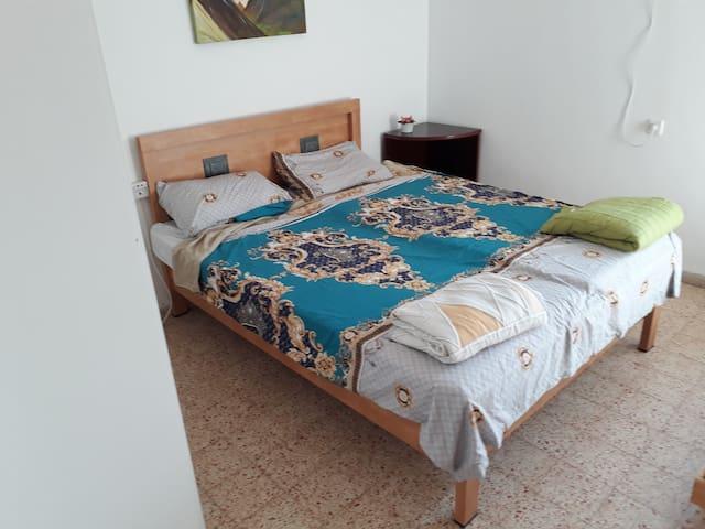 חדר מספר 2 מיטה זוגית פלוס,מיטת יחיד