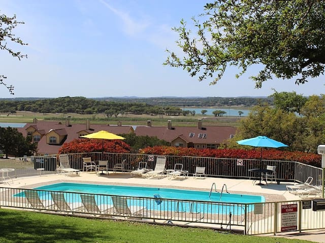 The Canyon Lake Charmer! Sweet & Secluded!