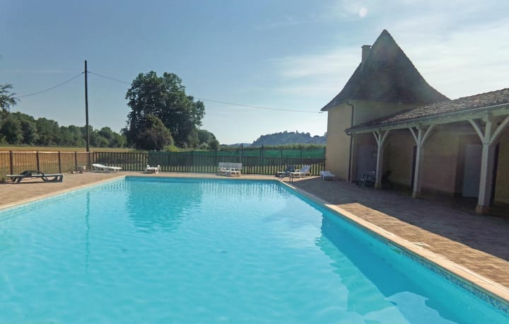 Awesome home in Limeuil with Outdoor swimming pool and 1 Bedrooms