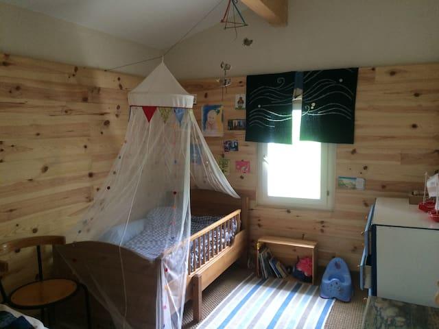 Chambre d'enfant (1 lit évolutif)