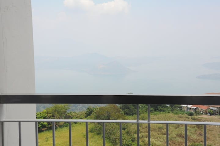 17/F Tower3: Netflix, WiFi & cable TV Facing Taal