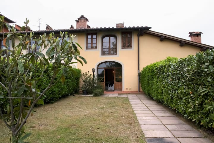 Family Home + SwimmingPool & Garden - Reggello - Huis