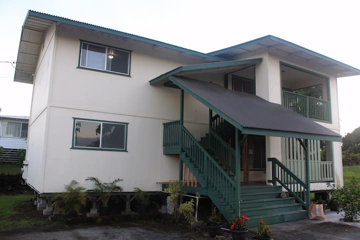 Convenient, Cozy Home in Hilo ( Top Floor )