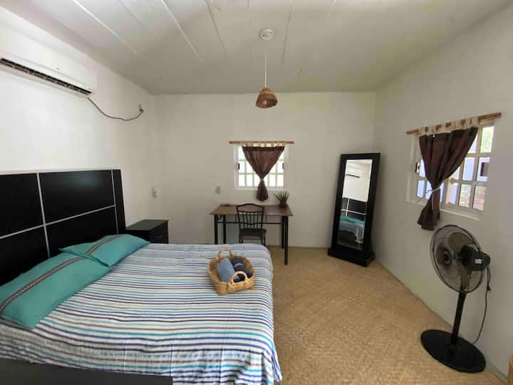 Apartment w/ private bathroom close to beach