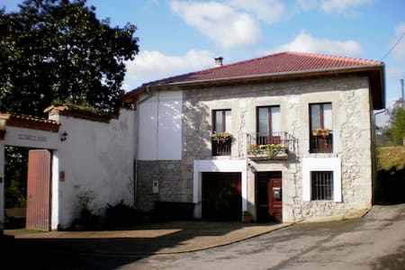 Casa rural  cerca de Oviedo - Oviedo (Priorio) - Bed & Breakfast
