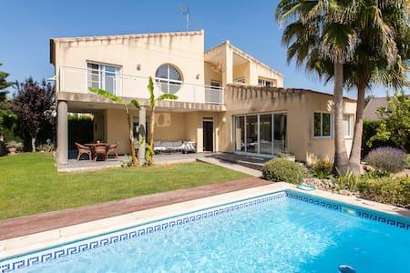Chalet independiente con piscina  - Riba-roja de Túria