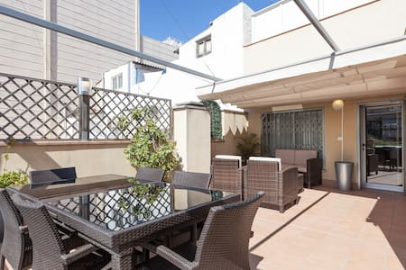 Luxury 1 Bedroom with Large Terrace - Barcelona - Apartament