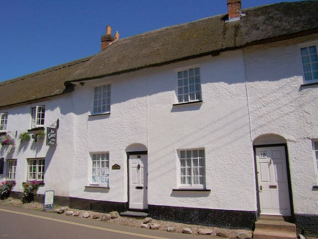 Beautiful Thatched Cottage - East Budleigh - Mökki